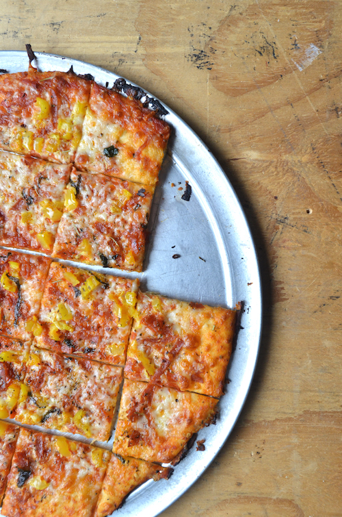 par pizza, bar pie, bar style pizza