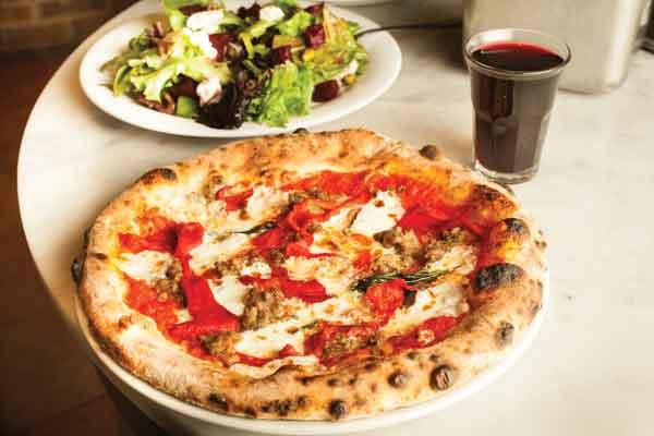 PizzaBruttapizza-salad