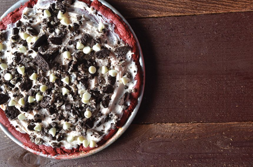 red velvet cookie pizza