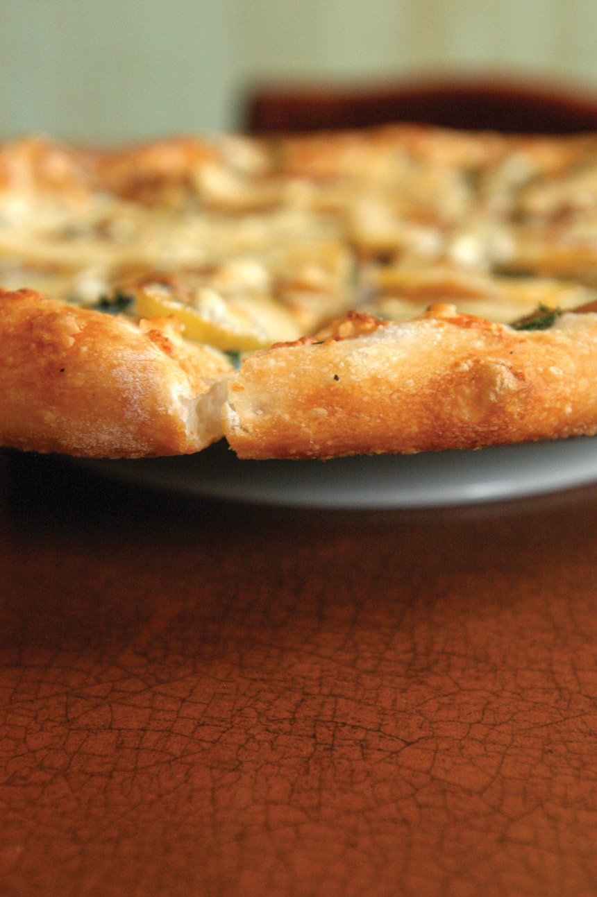 thin pizza crust closeup