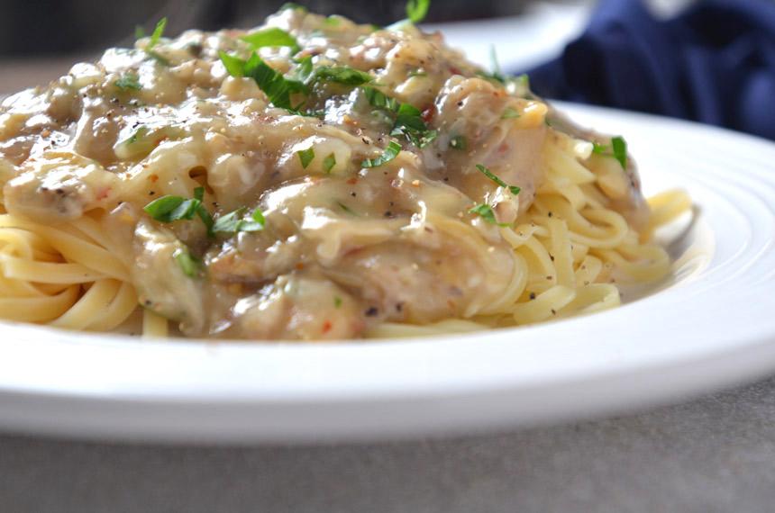 linguini, clam sauce, pasta